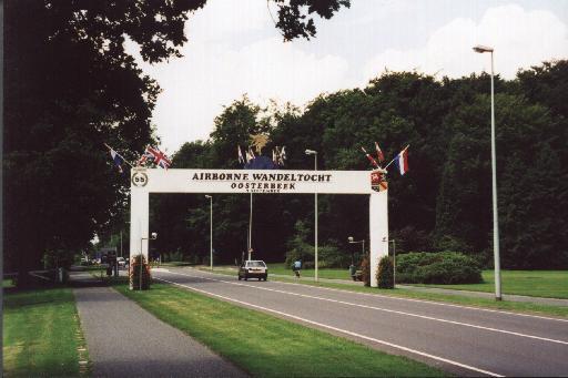 Airborne Wandeltocht gate, Oosterbeek