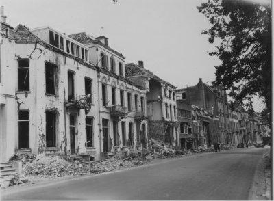 Taken in the centre of Arnhem, I believe Weerdjesstraat or Rijnkade Taken after September 1944.